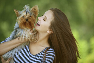 Cachorros sabem diferenciar se o sorriso é de raiva ou de alegria