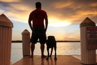 Com cadela com câncer terminal ganha viagem inesquecível com tutor