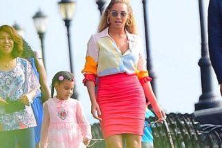 Beyonce e filha passeiam por Nova Iorque com cãozinho