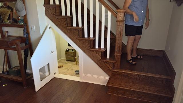 quarto-embaixo-de-escadas-para-cao