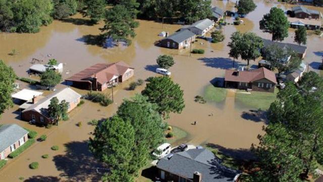 cidade-inundada-apos-furacao