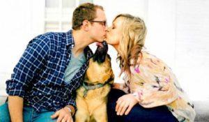caozinho-querendo-participar-de-beijo-de-tutores