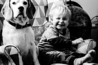 Fotógrafo documenta crescimento do seu filho e cãozinho