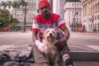 Conheça o cão que transformou a vida de morador de rua ex-usuário de crack